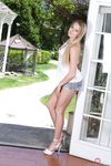 Миниатюрная американская блондинка с маленькой грудью Scarlett Sage