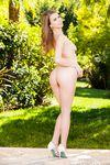 Сексуальная голубоглазая девица с каштановыми волосами Jill Kassidy