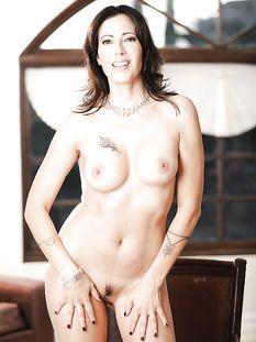 Сексуальная американская милф с карими глазами Zoey Holloway