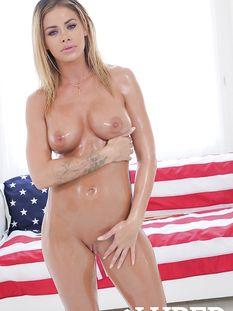 Грудастая американская блондинка с татуировками Jessa Rhodes
