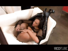 Ebony pretzel playing with her pussy