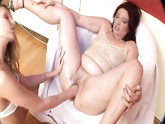 MILF fisting and peeing
