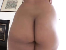 Hot babe performing ass-to-mouth