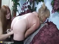 Jamie Blonde Gets A Arm In Her Big Vagina