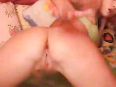 Тина показывает свою попку на вэб камеру