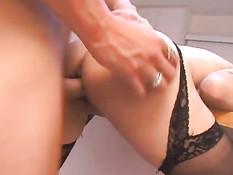 Она любит секс на кухонном столе