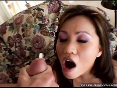 Горячая девушка получает член в задницу