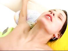 Красивый секс с брюнеткой Mili Jay