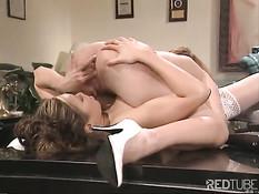 Медсёстры занимаются лесбийской любовью