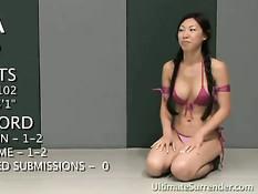 Азиатская девушка проиграла бой и была выебана