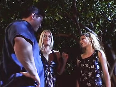 Трах ночью на улице с молодыми подружками