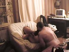 Семейная пара вечером занимается сексом