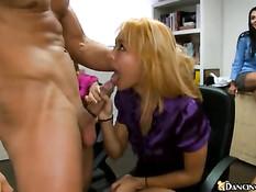 Групповой секс на работе может быть очень приятным