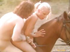 Секс во время верховой езды на лошади