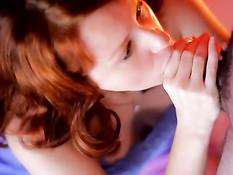 Рыжая проститутка за работой