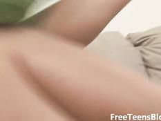 Девочка с маленькой грудью ласкает себя лёжа на диване
