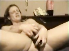 Ей не удаётся получить достаточно секса от мужа