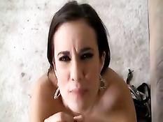 Нарезка видеоклипов, когда девушки мастурбируют парням