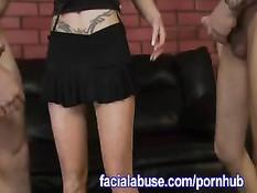 Блондинка с татуировками жёстко заглатывает член