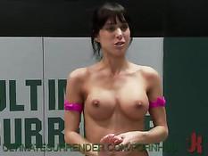 Женская сексуальная борьба на ринге с элементами армреслинга