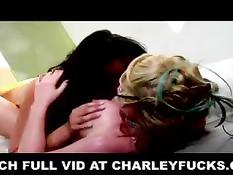 Две сексуальные женщины - Мэдисон Скотт и Чарли Чейз