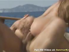 На яхте Рита занималась романтическим сексом с двумя парнями