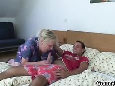 Пикапер снял зрелую женщину и оттрахал её в гостинице