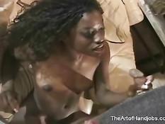 Красивая чернокожая студентка дрочит член строгому учителю