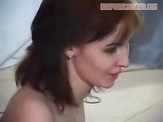 В актовом зале снимается порнуха с рыжей девкой в чулках