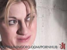 Ребята любят связывать непослушных девчонок и ебать во все дыры