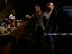 Блондинка пришла в бар не только выпить, но и потрахаться