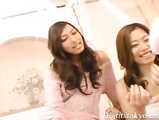 Три азиатские студентки лижут друг дружке нежные попки