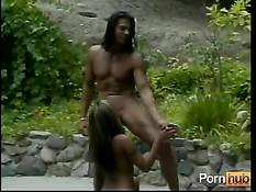Азиатская милашка мастурбирует свою киску и ласкает грудь