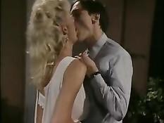 Горячая блондинка секретарша трахается в офисе с боссом