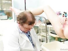 Женщина блондинка явилась на приём к похотливому гинекологу