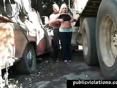 Водила раздел и отодрал блондинку возле своего грузовика