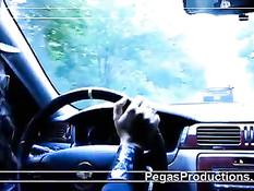 Полицейская лесбиянка остановила женщину водителя и оттрахала