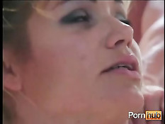 Порно сцена соблазнения молоденькой девушки в прихожей