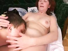 Тёте захотелось секса и она набросилась на спящего племянника