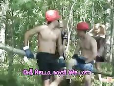Девчонки встретили в лесу двух работяг и занялись с ними сексом