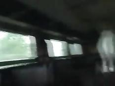 Девчонка минетом зарабатывает на билет на поездку в поезде