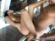 Сисястая брюнетка в очках снимается в порно с чёрным парнем