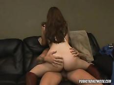 Красивая девушка Alexia Milano охотно трахается в позе наездницы
