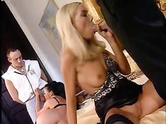 Бессонная ночь группового секса в элитном клубе для свингеров