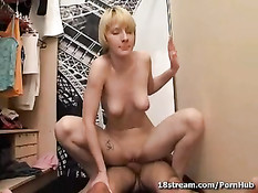 Девушка с красивой грудью садится на член лежащего паренька