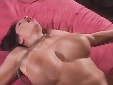 Сисястая сексуальная медсестра в белом нижнем белье и с дилдо