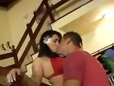 Южная девочка с волосатой киской Bruninha Oliveira любит анал