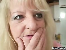 Парень с большим членом с удовольствием трахнул маму своей жены
