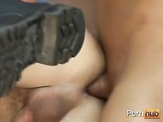 Армейские ребята уделили свободную минуту сексуальным забавам