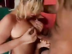 Страстная секс оргия молодых парней с похотливыми зрелыми дамами